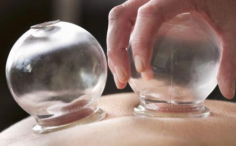 女性怎样排出体内湿气 背部刮痧可以去湿气吗 女性湿气重怎么调理