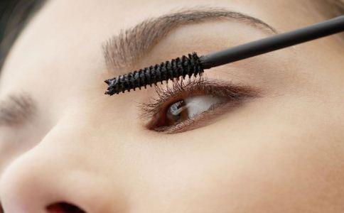 女人怎么让睫毛变长变密 哪些方法可以让睫毛变长 睫毛变长的方法有哪些
