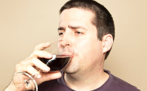 一喝酒就脸红是什么原因 一喝酒就脸红的原因有哪些 如何健康喝酒