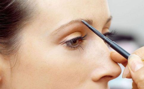 如何修眉 眉毛修补怎么做 修眉的步骤是什么