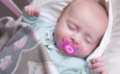 宝宝为什么喜欢抱着睡 如何改掉这习惯