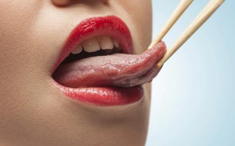 舌头不干净会引发哪些问题 如何保持口腔清洁 吃什么可以清洁口腔