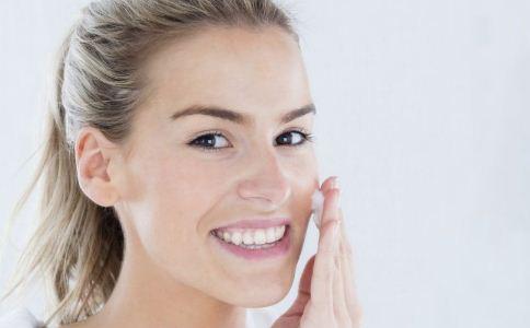 女人护肤的技巧有哪些 女人护肤的方法有哪些 女人该怎么护肤