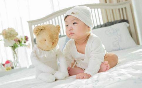 新生儿如何穿衣 新生儿穿衣有哪些误区 如何给新生儿选择衣服