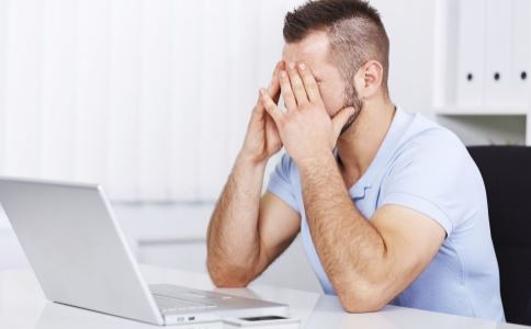 眼睛疲劳如何治疗 眼睛疲劳有什么治疗方法 眼睛疲劳的危害有哪些