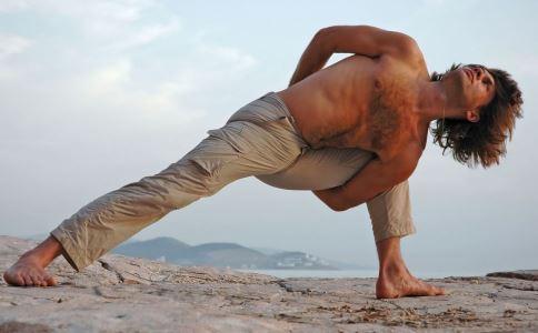 男人练瑜伽好吗 男人练瑜伽有什么好处 男人怎么练瑜伽好