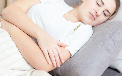 哺乳期发烧怎么办 哺乳期发烧能喂奶吗 哺乳期发烧怎么回事