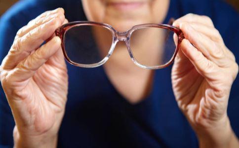 如何延缓老花眼 怎么预防老花眼 老花眼的症状