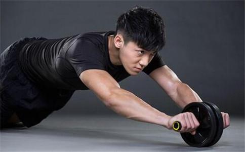 健腹轮怎么用的 健腹轮的作用 健腹轮使用注意事项