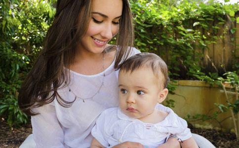 宝宝晒太阳的好处 宝宝晒太阳注意事项 宝宝晒太阳的禁忌