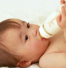 宝宝睡前喝牛奶好吗 宝宝睡前可以喝牛奶吗 宝宝几岁可以喝牛奶