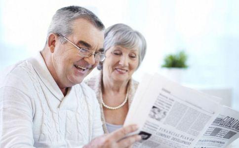 老年夫妻不能共用老花镜 盘点使用误区