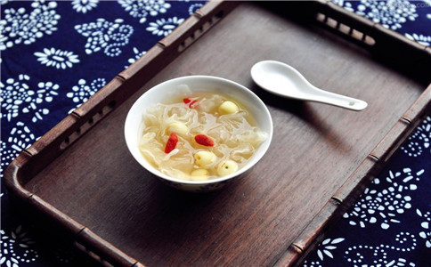 红枣银耳汤用高压锅煮吗 红枣银耳汤怎么做 红枣银耳汤的功效