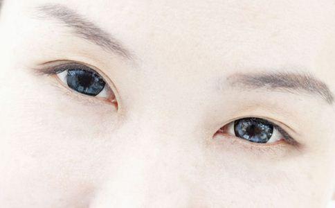 如何去除黑眼圈 去除黑眼圈的方法 怎么去黑眼圈