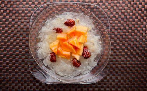 银耳莲子汤怎么做好吃 银耳莲子汤的做法 银耳莲子汤如何做
