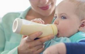 宝宝不吃奶粉怎么办 妈妈可以这样做