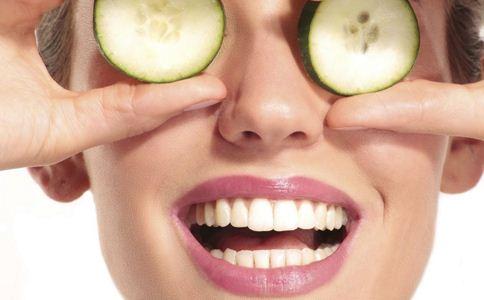 黄瓜敷脸的好处 黄瓜敷脸的功效 黄瓜敷脸的作用