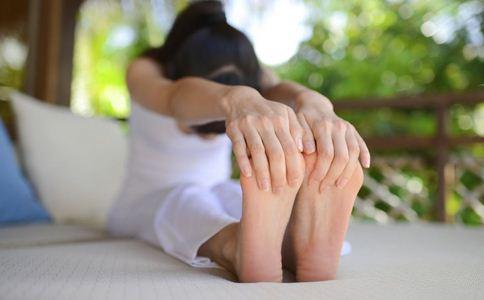 商场百人练瑜伽场 瑜伽的好处 瑜伽有哪些好处