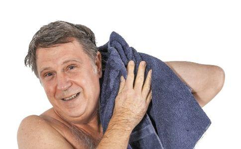夏季老人如何洗头 注意3件事