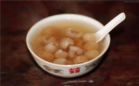 桂圆银耳汤功能 桂圆银耳汤怎么做 哪些人适合喝桂圆银耳汤