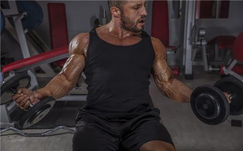 哑铃锻炼三头肌 哑铃怎么锻炼三头肌 锻炼三头肌的作用