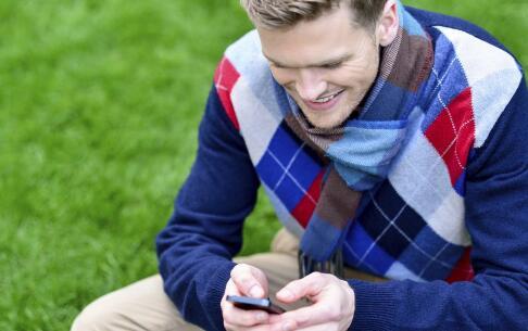 玩30分钟手机口臭 玩手机的危害 玩手机有哪些危害