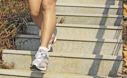 女性来月经能运动吗 女性月经期间适合做什么运动 女性经期运动要注意什么