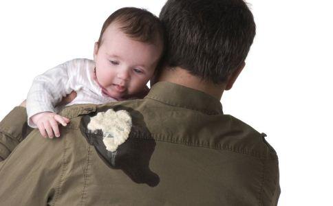 新生儿吐奶正常吗 新生儿吐奶原因有哪些 新生儿吐奶怎么预防