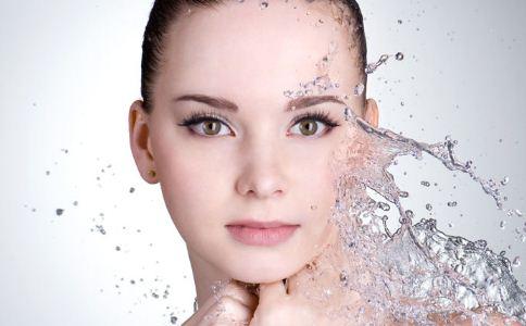 哪些方法给皮肤补水 补水保湿的方法有哪些 哪些方法可以补水