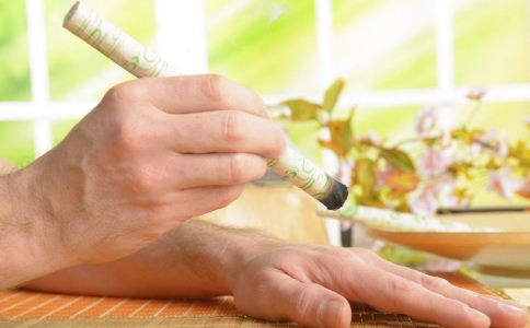 艾灸养生要注意什么 艾灸要注意哪些事 艾灸的副作用有哪些