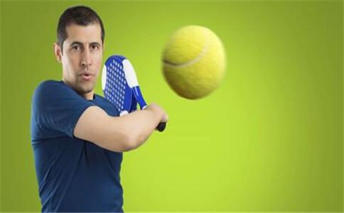 打网球穿什么鞋好 打网球挑鞋技巧 打网球的好处