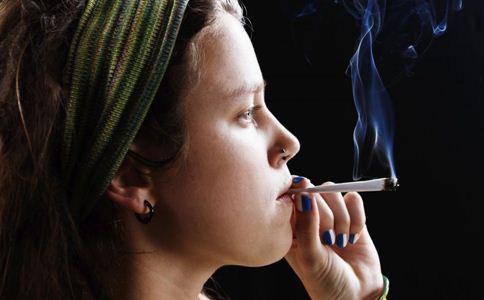 哺乳期吸烟的危害 哺乳期妈妈能吸烟吗 哺乳期吸烟有什么危害