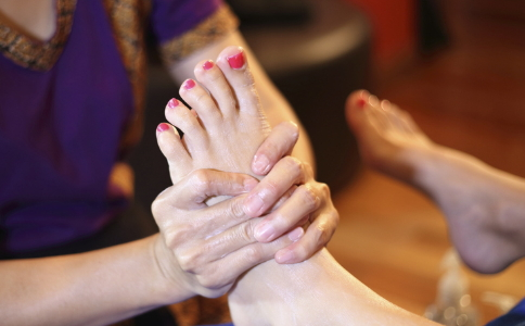 治疗灰指甲的方法有哪些 灰指甲治疗不当会得糖尿病足吗 哪些人容易患糖尿病病足
