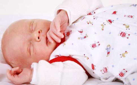 新生儿感冒鼻塞怎么办 新生儿感冒怎么治疗 小儿鼻塞的治疗方法