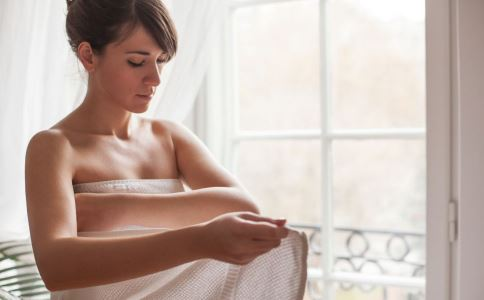 女性洗澡的正确方法是什么 正确的洗澡顺序是什么 女性洗澡要注意什么
