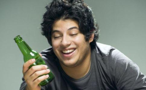 男人怎么喝酒不醉酒 喝酒前吃什么好 怎么喝酒不会醉