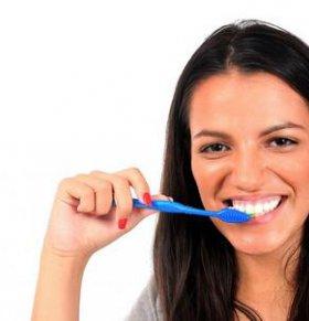 勤刷牙 学会八招拒绝口臭