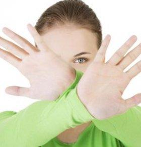 手部发麻怎么办 双手发麻怎么办 手部发麻的原因