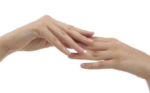 女人生病了指甲会变得不一样 大部分变这样