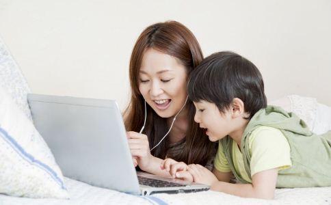 孩子太早玩电脑 孩子太早玩电脑的坏处 怎么杜绝孩子过早玩电脑