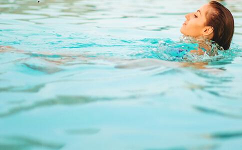 怎么游泳可以减脂 游泳减脂的最好方法是什么 游泳可以减脂吗
