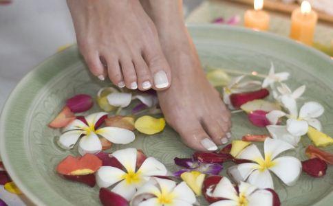 女人泡脚出汗是怎么回事 泡脚出汗的原因有哪些 泡脚要注意什么
