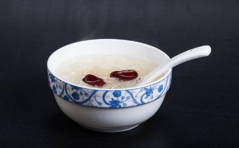 银耳红枣汤有哪些好处 喝银耳红枣汤的好处 银耳红枣汤的做法