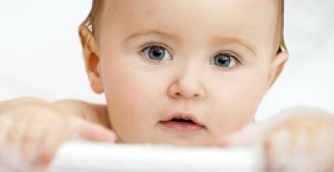 如何给婴儿做抚触 给宝宝做沐浴抚触好吗 沐浴抚触的好处