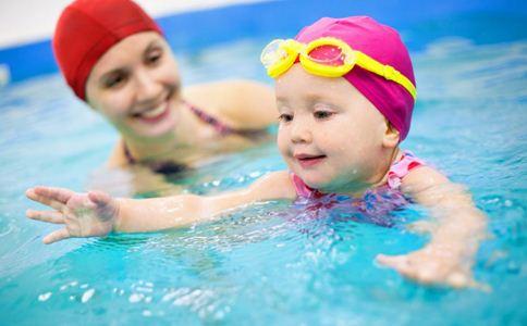 宝宝游泳的好处 宝宝游泳好吗 带宝宝游泳要注意什么