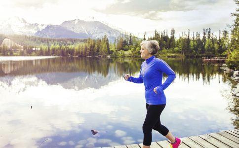 老人跑步的注意事项 老人跑步要注意什么 老人跑步的好处有哪些
