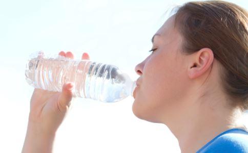 运动后怎么喝水才健康 运动后如何喝水 运动后健康喝水