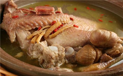 板栗炖鸡的做法 怎么做板栗炖鸡 板栗炖鸡有哪些做法