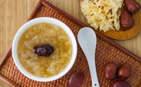 什么时候喝银耳红枣汤比较好 喝银耳红枣汤的最佳时间 银耳红枣汤的禁忌