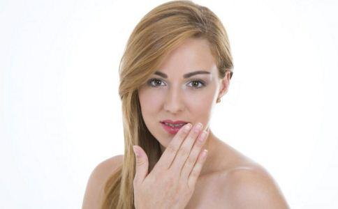 刚带牙套后疼痛怎么回事 带牙套会有哪些不适 带牙套疼痛如何缓解